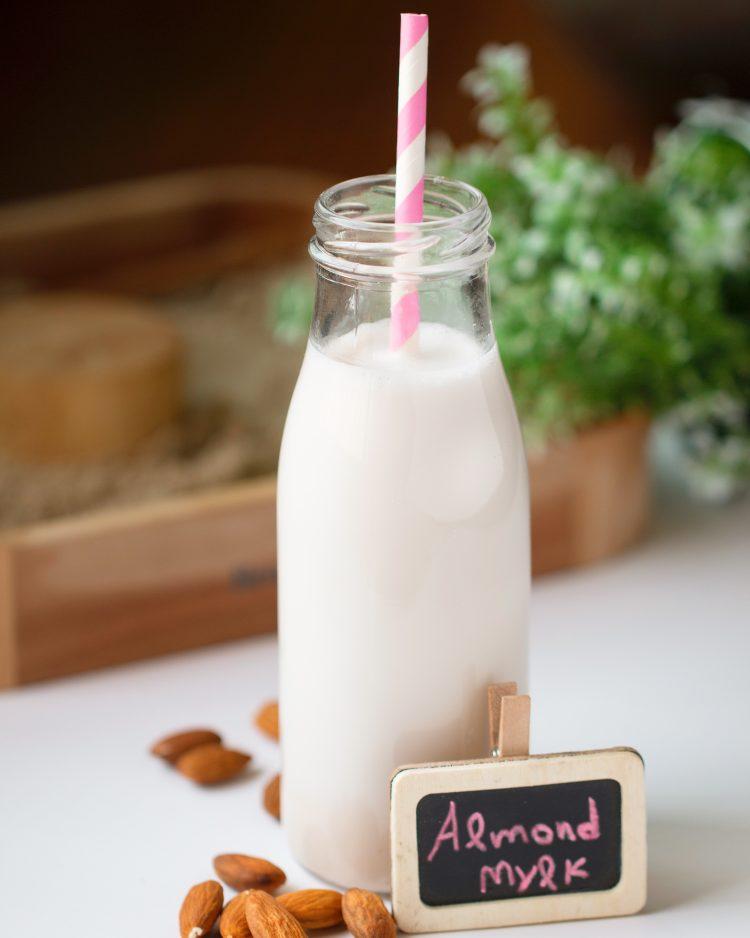 γάλα από αμύγδαλο χωρίςλακτόζη χωρίς γλουτένη vegan γάλα γάλα αμυγδάλου