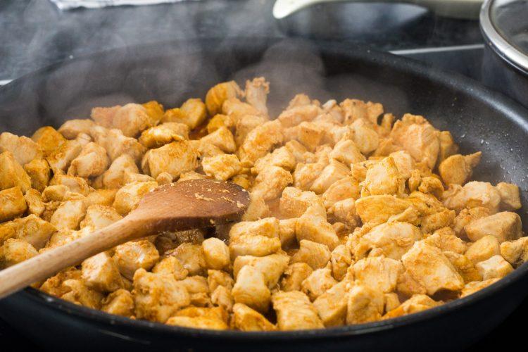 κοτόπουλο μπουκιές στο τηγάνι κάρυ αρωματικό κοτόπουλο