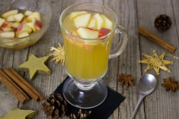 amaretto μήλο κανέλα κοκτέιλ Χριστούγεννα ζεστό κοκτέιλ