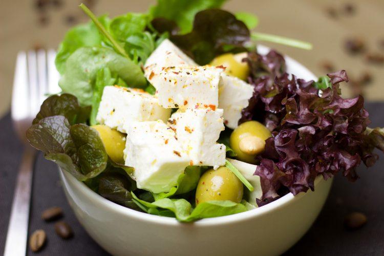 σαλάτα κατσικίσιο τυρί ελιές μαρούλι