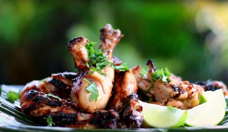 Τσικνοπέμπτη κρέατα ορεκτικά κυρίως σαλάτες σάλτσες μαρινάδες