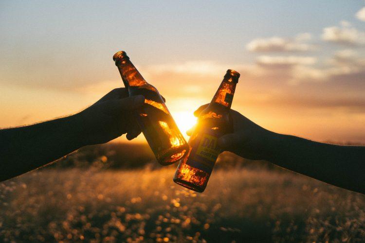 Αλκοόλ: Πώς να το εντάξετε με ασφάλεια στη διατροφή σας Από την Κάλλια Θ. Γιαννιτσοπούλου Κλινική διαιτολόγο – διατροφολόγο, MSc, MBA, SRD www.somaygies.gr
