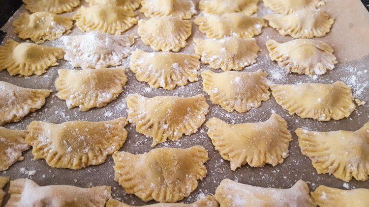 τυροπιτάκια ζυμαρικά φύλλο για τυρόπιτα συνταγή για τυροπιτάκια