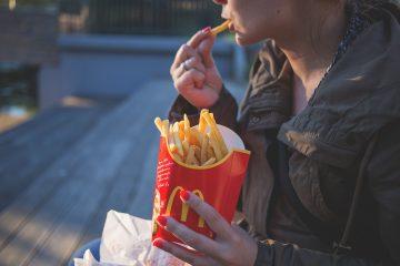 Θρεπτική αξία του γρήγορου φαγητού Από την Κάλλια Γιαννιτσοπούλου Κλινική διαιτολόγο – διατροφολόγο, MSc, MBA, SRD Yπεύθυνη του Επιστημονικού Διαιτολογικού Κέντρου 'Σώμα Υγιές' www.somaygies.gr