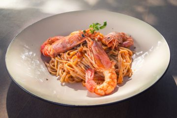 γαρίδες μακαρόνια θαλασσινά καλοκαιρινό φαγητό